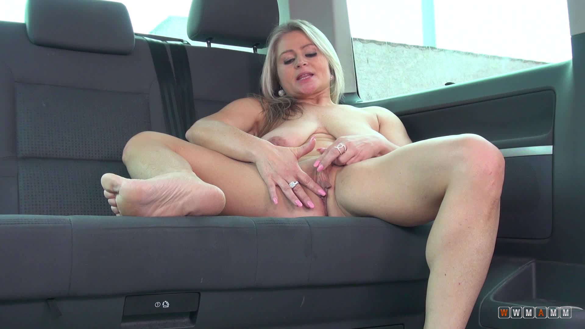 Zaira Connor's a Pretty Milf With Lust For Self Inflicted Orgasms