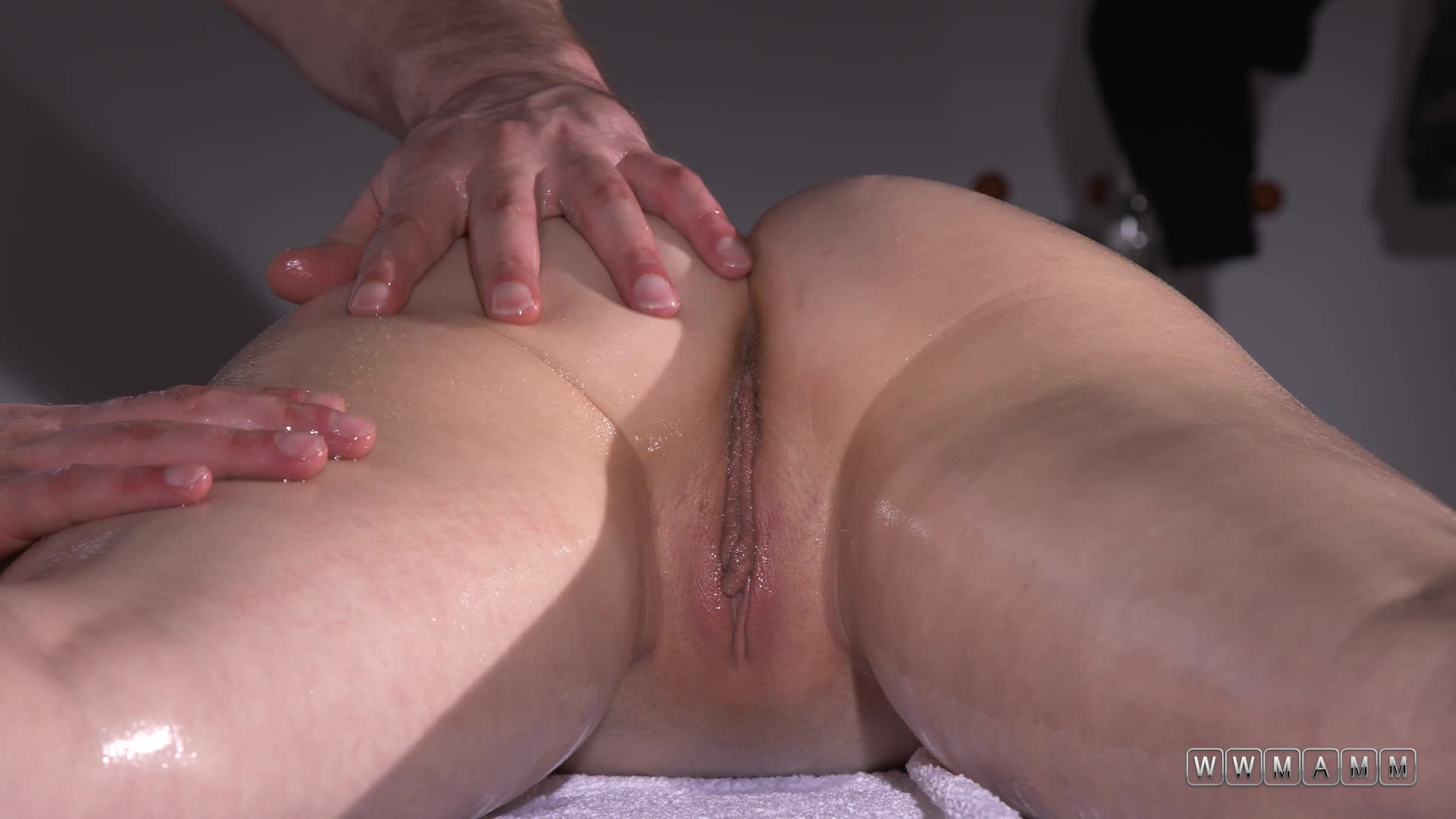 Masseurs Love When Their Girl Clients Have Smooth And Soft Skin