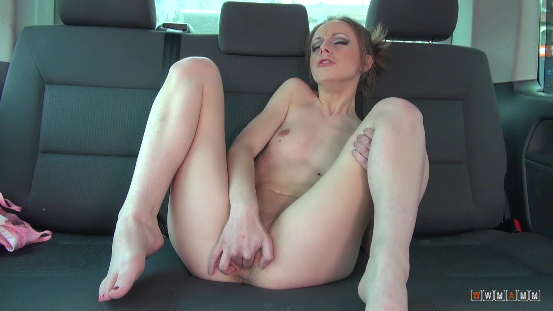 Milf Stunner Natalia's Legs Spread Wide Open For Deep Fingering