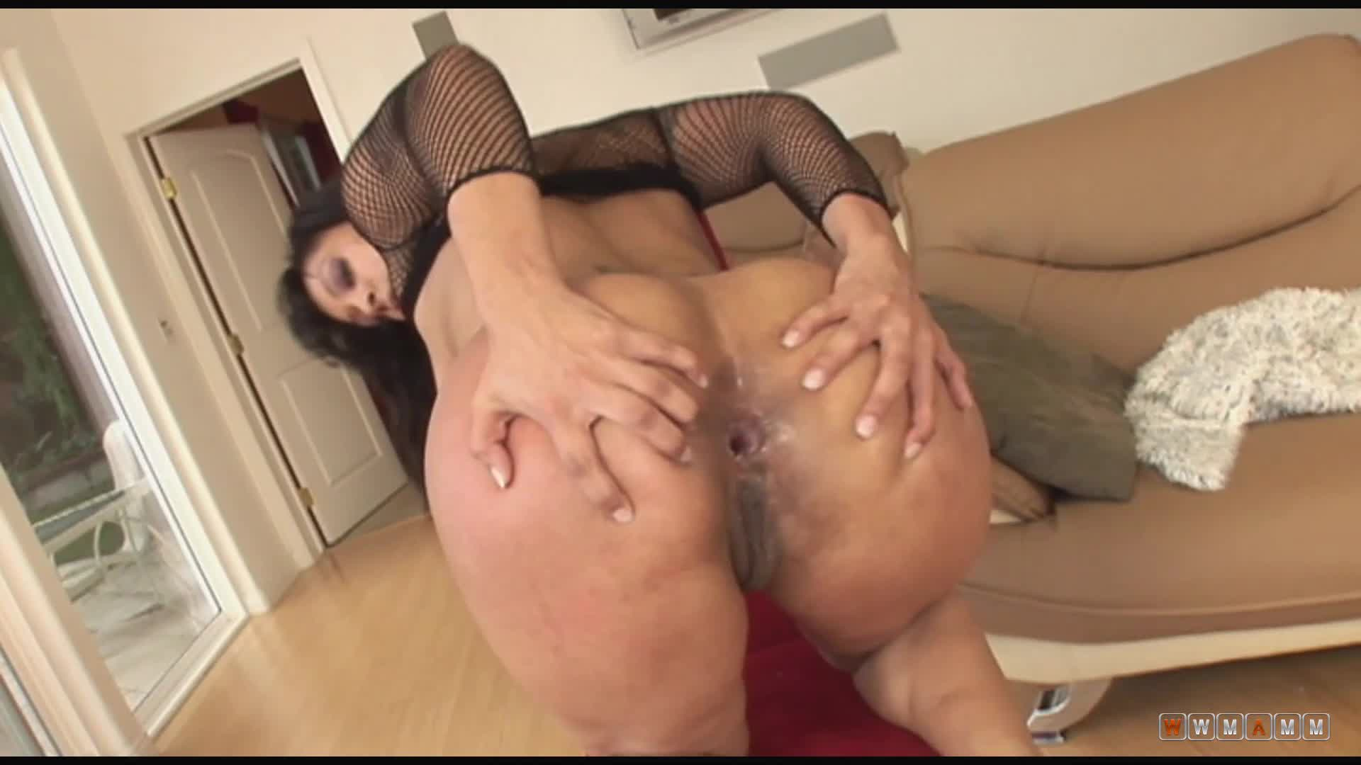 Slutty Jazmine Is Getting Fucked On The Way To The Living Room