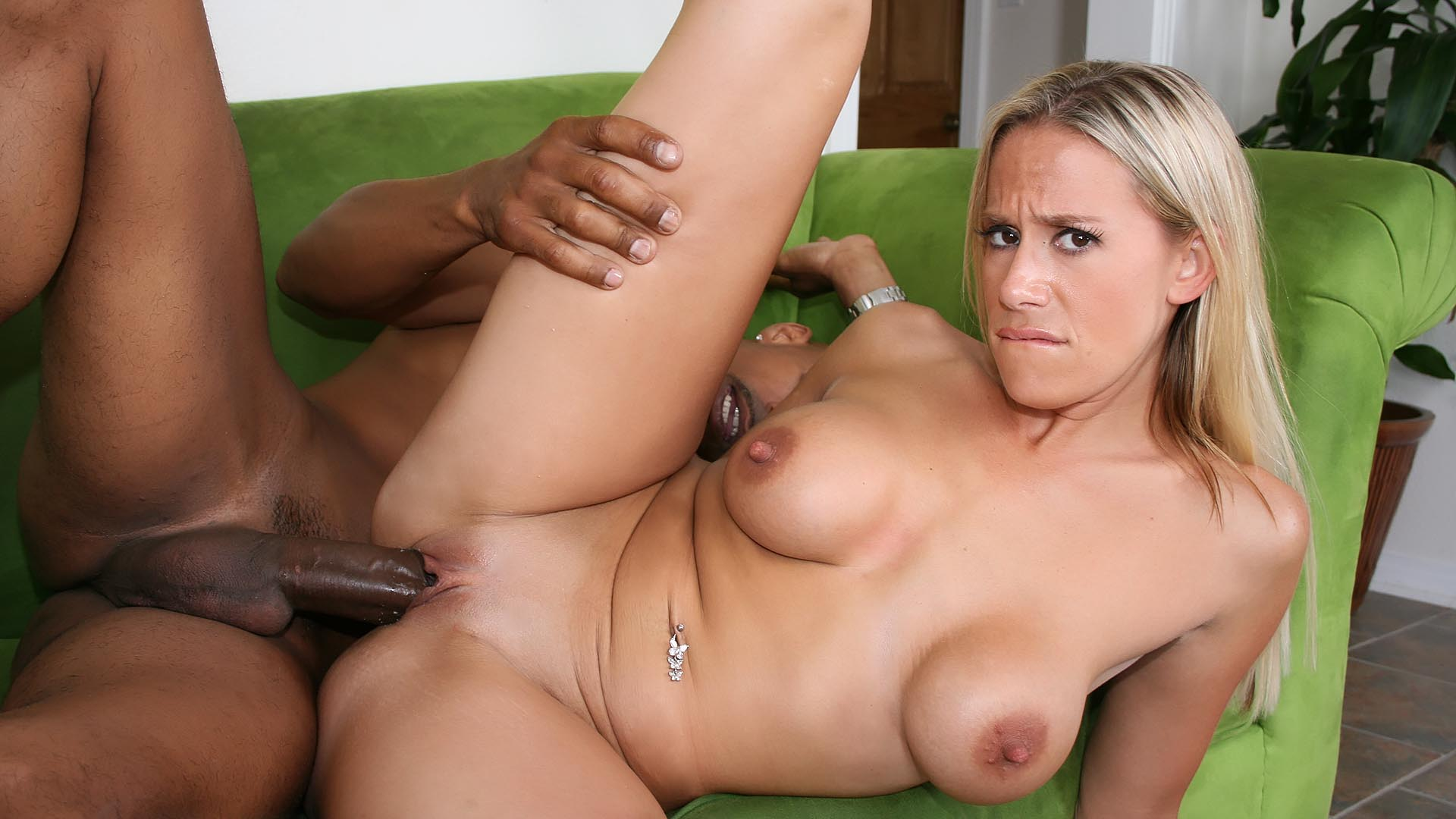 Milf Really Likes His House And She Started Liking His Big Cock