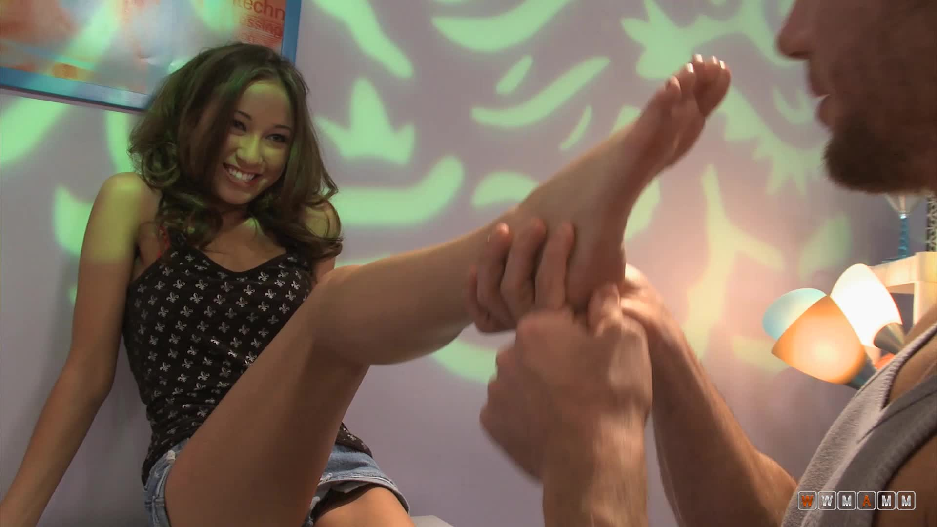 Pretty Teen Like How It Tickles When Her Toes Are Being Licked